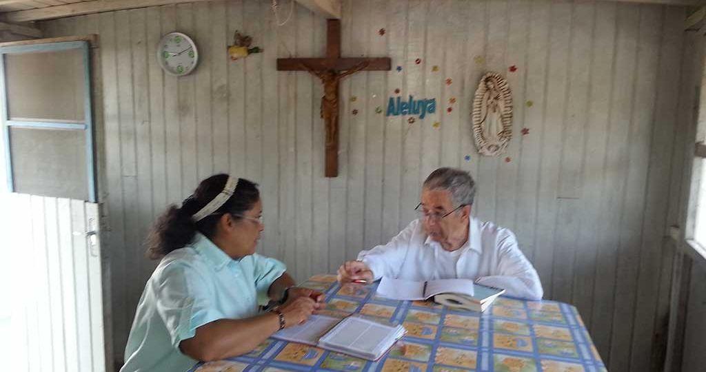 entrevista-religiosa-en-comedor-siloe